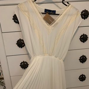 Francesca's Collections Dresses - Cream/Ivory Lace dress- never worn!
